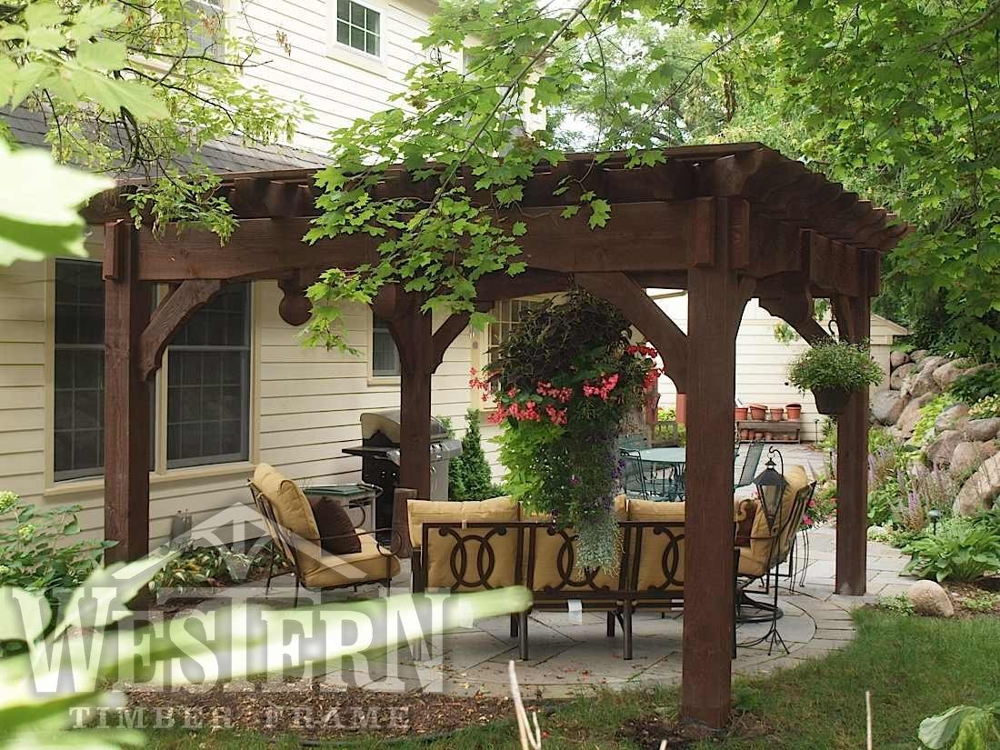 free standing pergola with rich sequoia stain and roosevelt