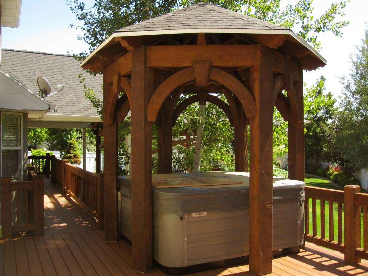 beautiful-gazebo-hot-tub