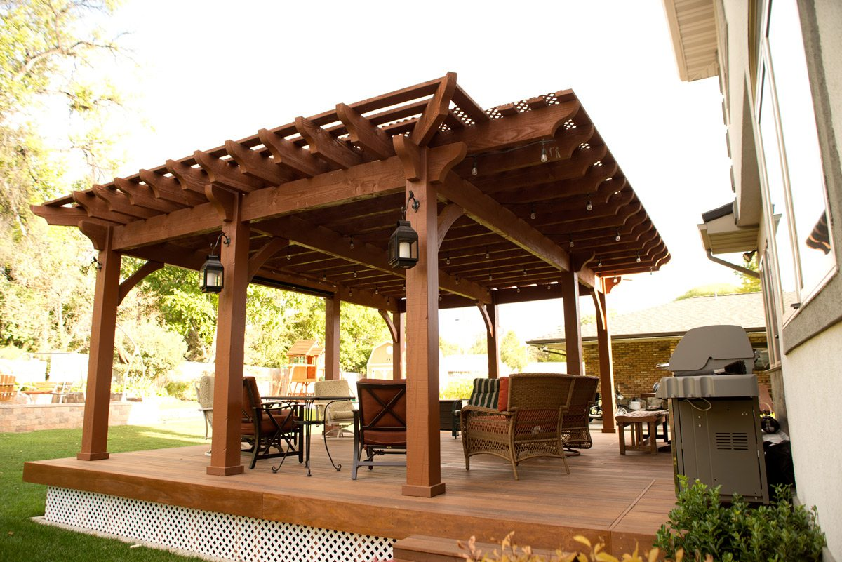Backyard deck pergola lattice fullwrap cantilever roof western timber frame - Pergola with roof ...