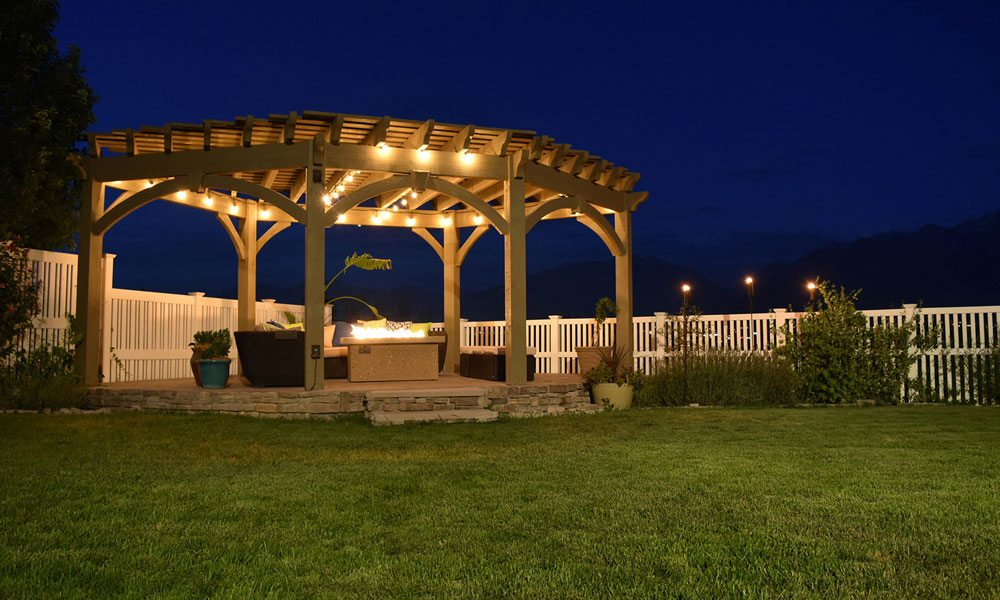 fb-robbins-pergola-night