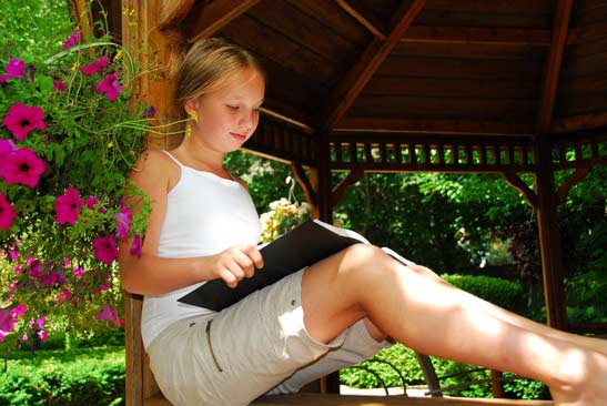 gazebo-reading-book