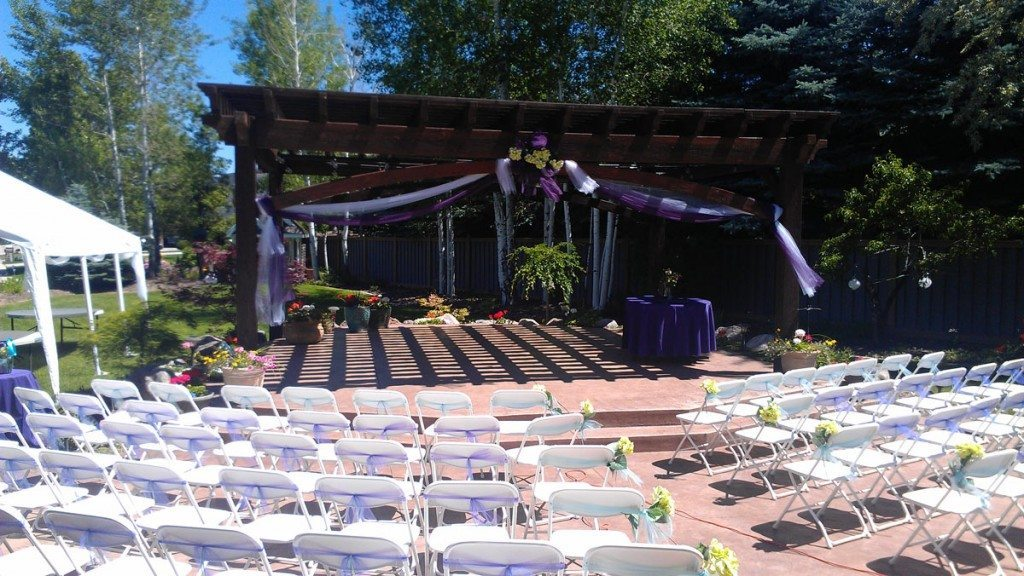 pergola-wedding-purple