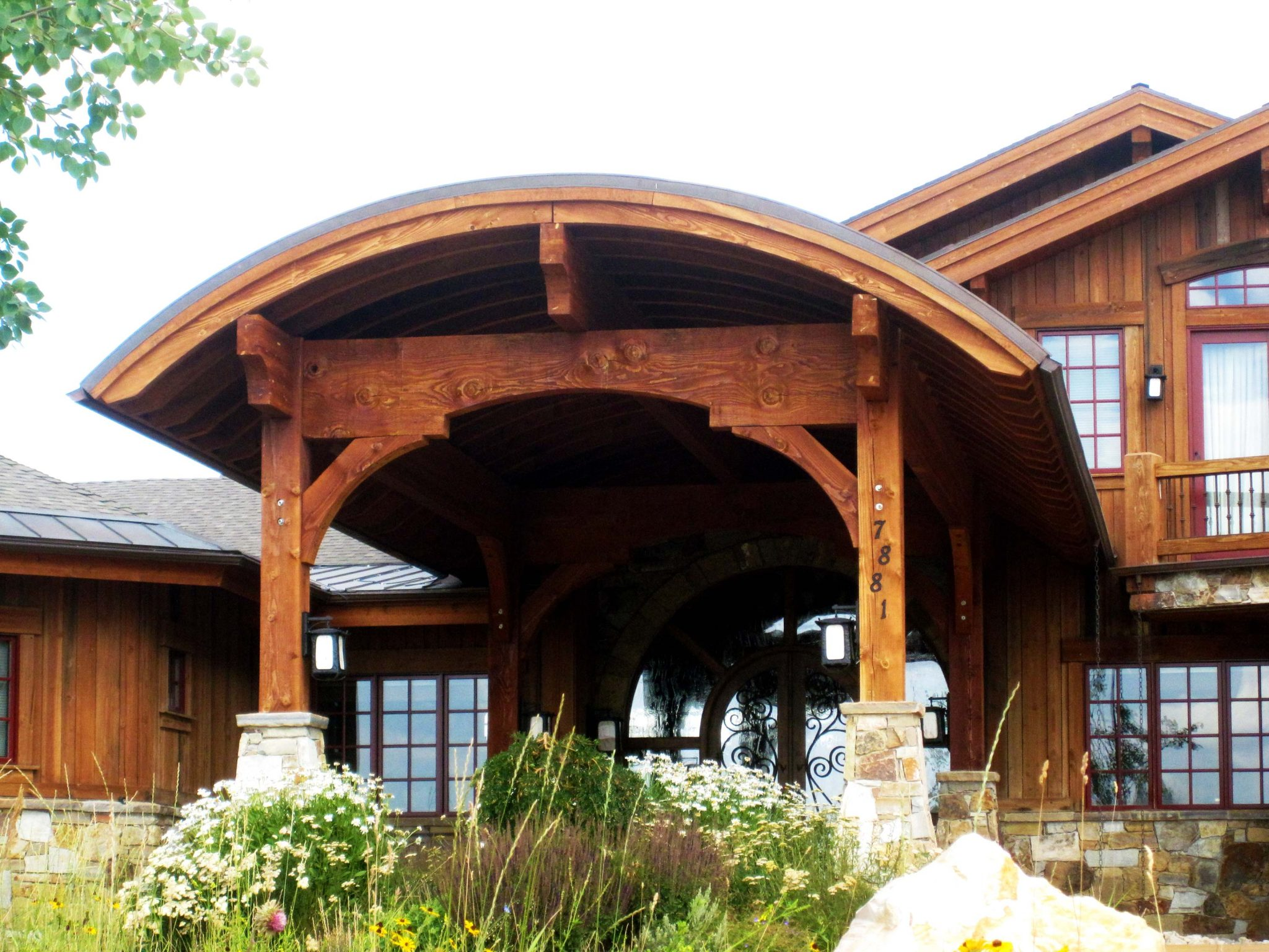 entry-arched-pavilion-timber