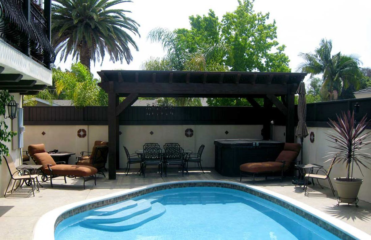 poolside shade from pergola