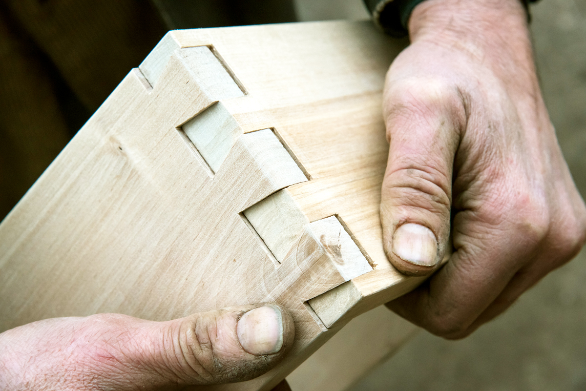 traditional dovetail mortise and tenon joint