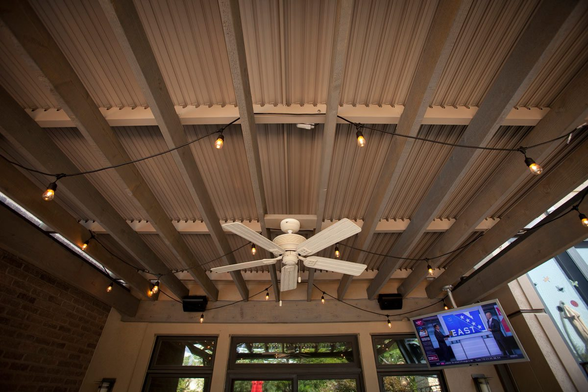 closed-louvered-roof-fan