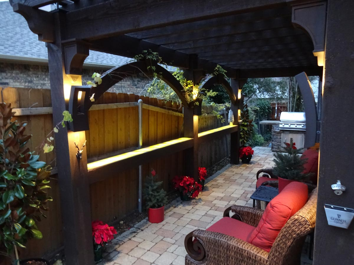 Smart & Secluded Narrow Side Yard Seating Area in Texas ... on Side Yard Pergola Ideas id=71056