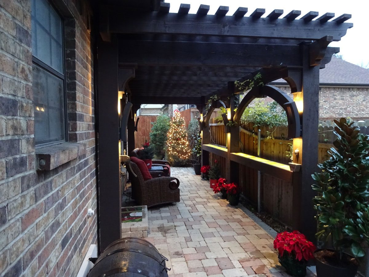 Smart & Secluded Narrow Side Yard Seating Area in Texas ... on Side Yard Pergola Ideas id=99707