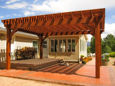 Cantilevered roof pergola