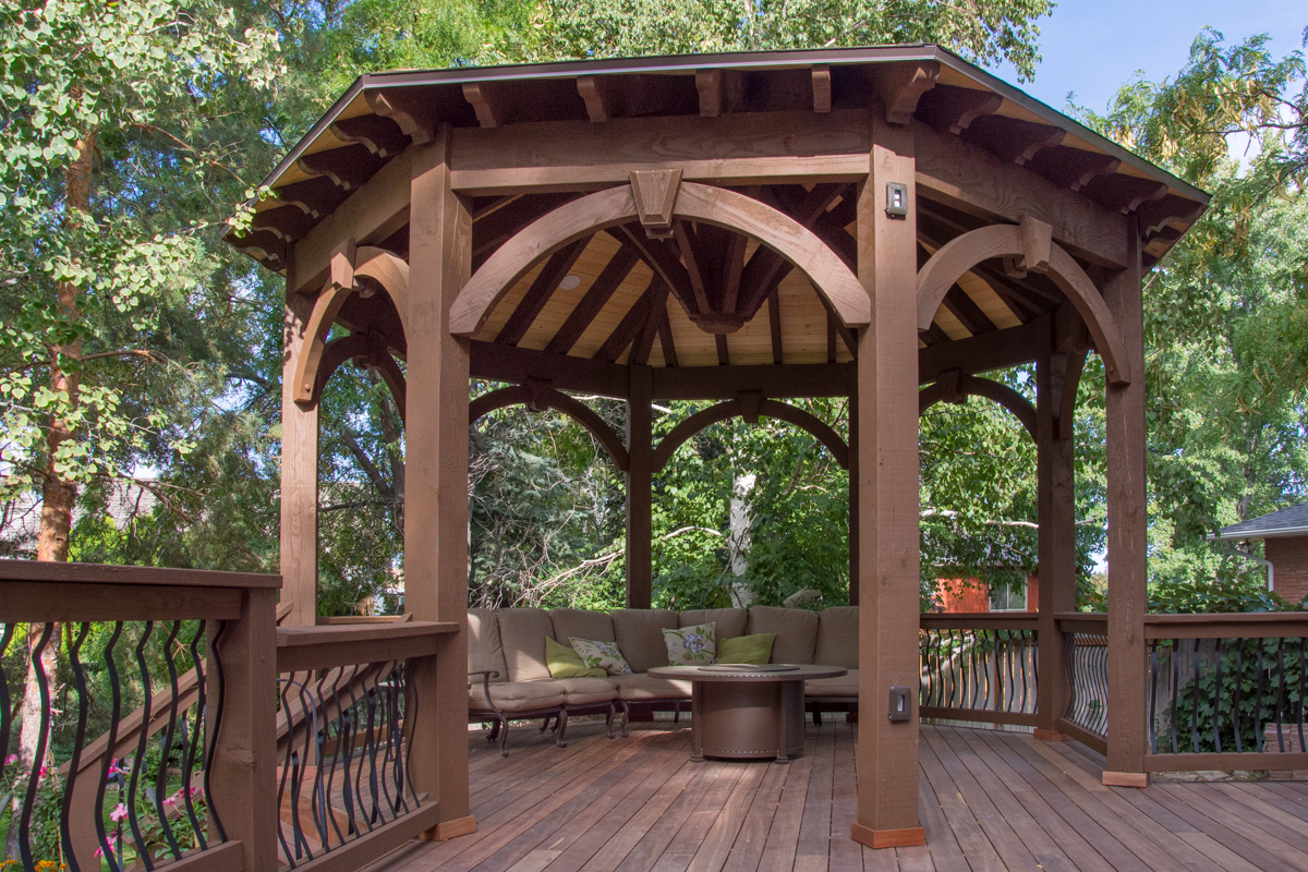Drage deck with gazebo