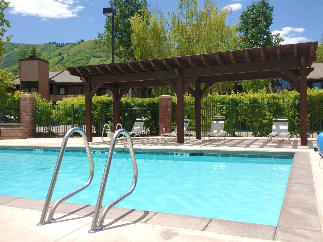 Park avenue pool side pergola western timber frame for Western pool show 2015